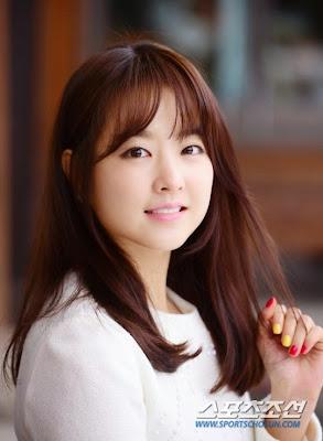 Park Bo Young đổi nghề làm phóng viên trẻ